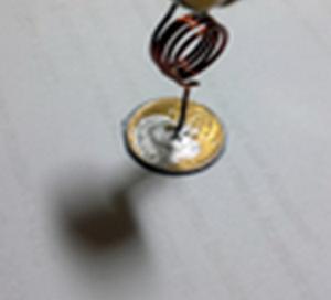 Провод и монета
